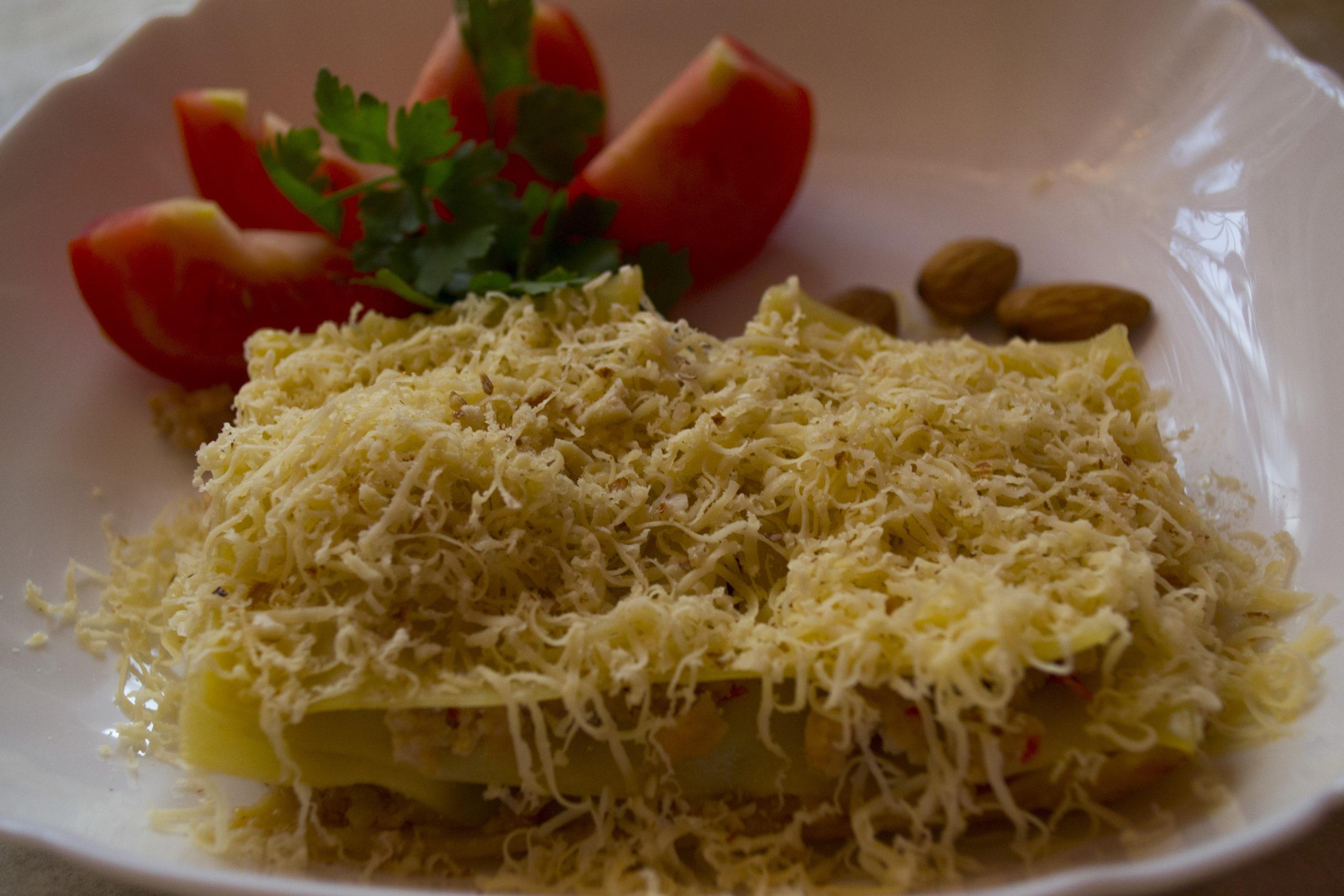 Лазанья болоньєзе з соусом бешамель