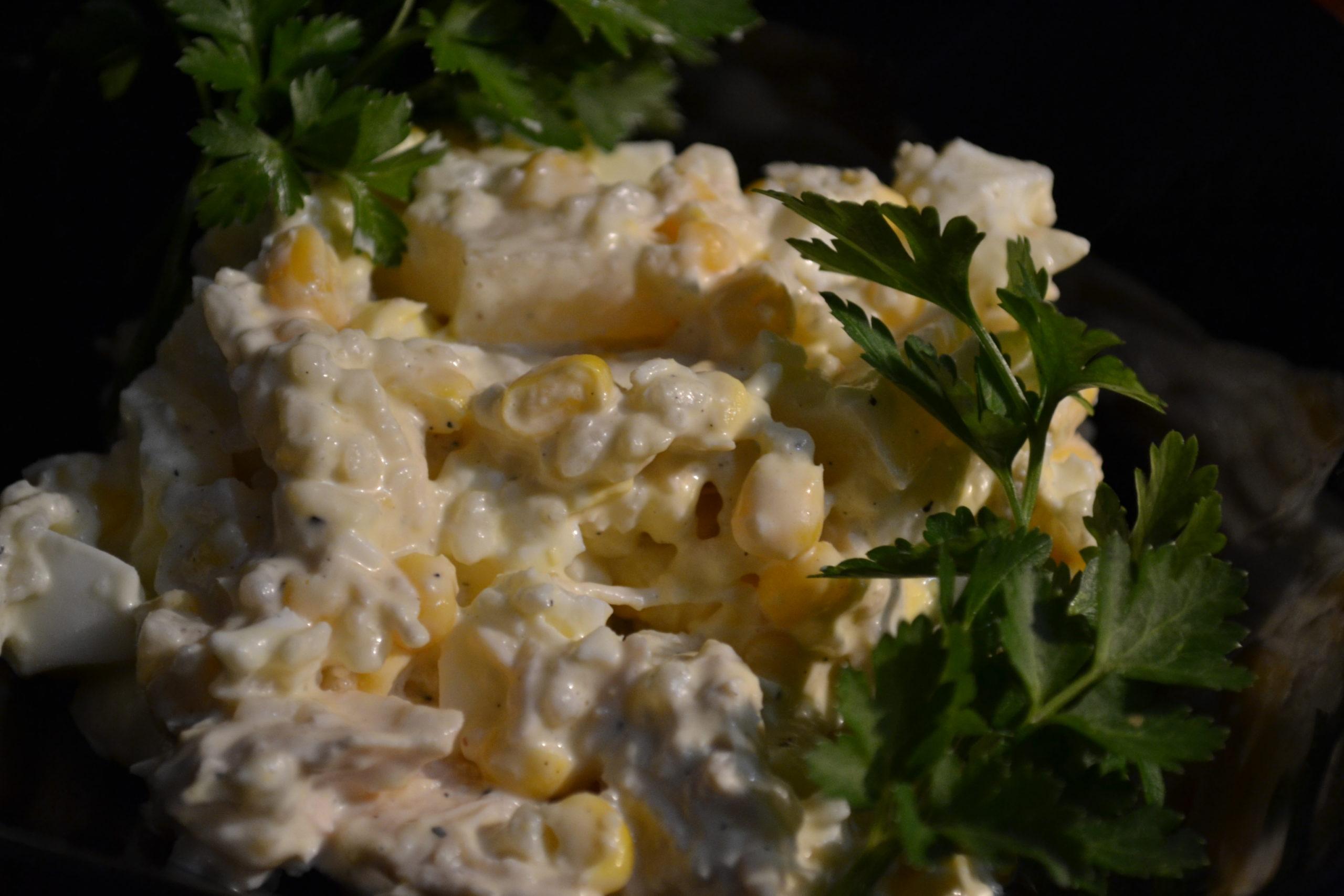Салат з ананасами та куркою